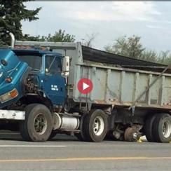 La roue s'envole du camion à benne basculante de Mississauga, une femme grièvement blessée